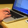 あなたの手首をMacBookのエッジから守ってくれるパームレスト「Ledge」