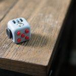 Fidget Cube - 米国で発明された全く新しい大人のおもちゃ