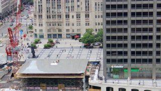 シカゴの新Apple Storeは巨大MacBook風