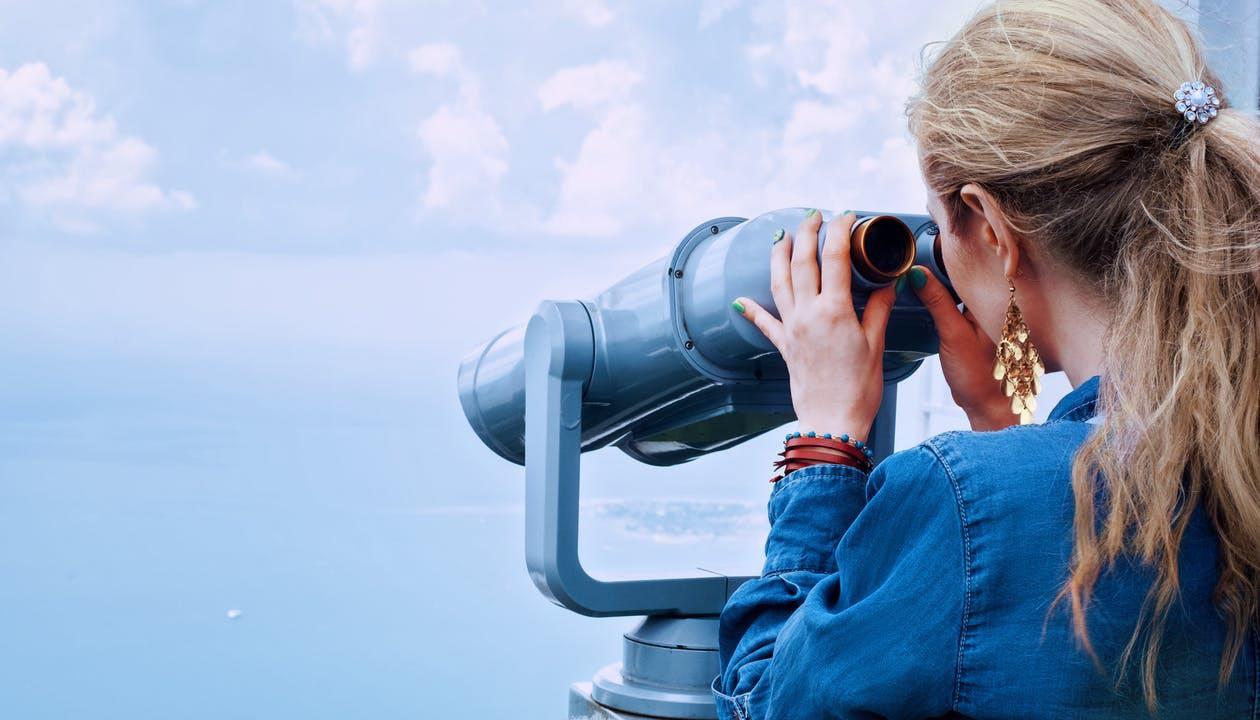 Girl sea binoculars vacation 160514