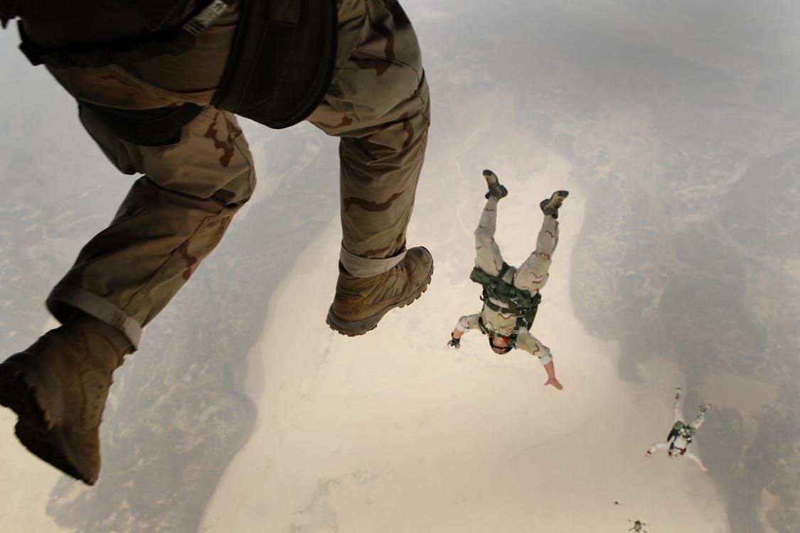 Skydiving jump falling parachuting 38523