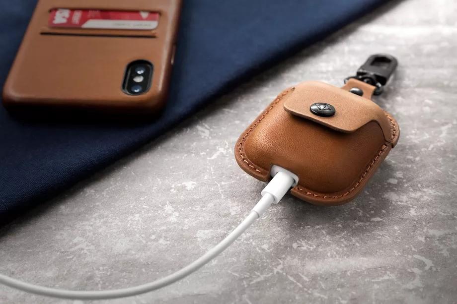 12S AirSnap Cognac iPhone HiRes