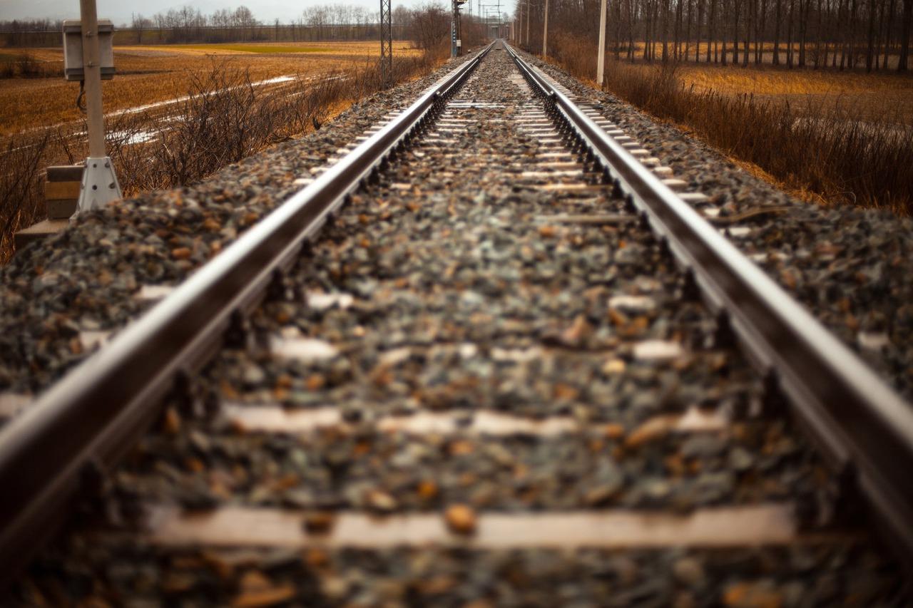 Rails train path straight