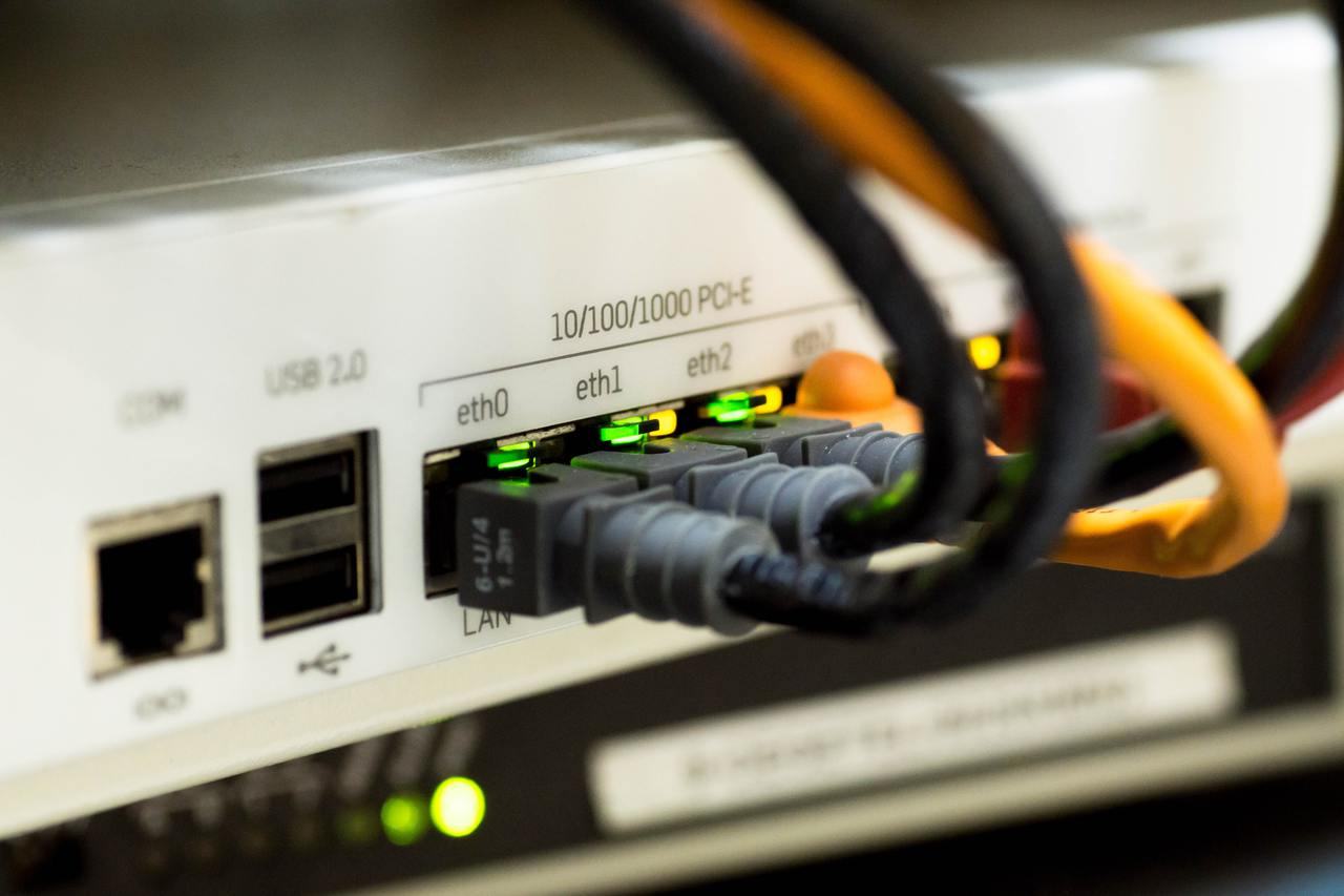 White switch hub turned on 159304